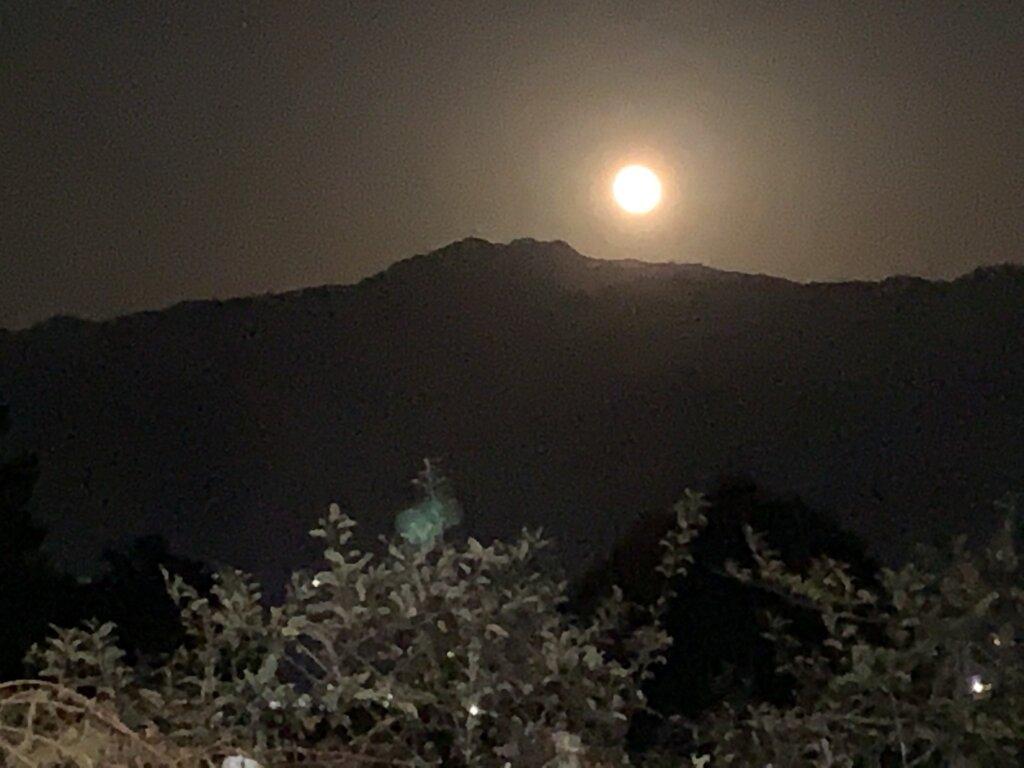 南アルプスと満月